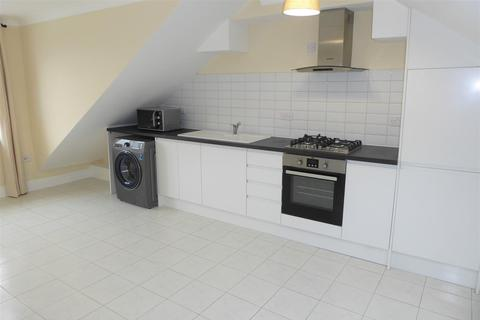 2 bedroom flat to rent - Staines Road, Hounslow
