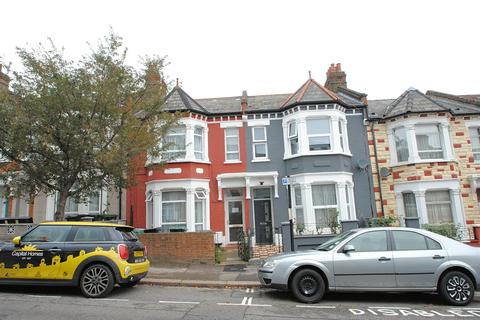 Studio to rent - Mattison Road, London