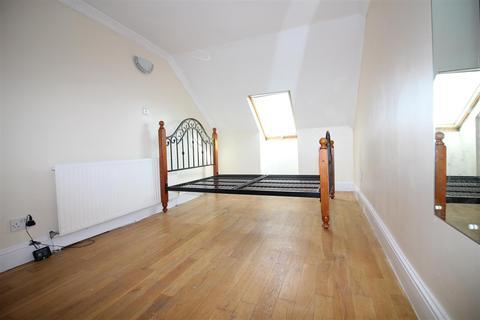 2 bedroom flat to rent - Perth Road, London