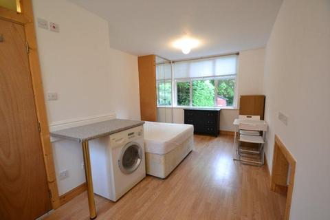 Studio to rent - Birkbeck Grove, London, W3