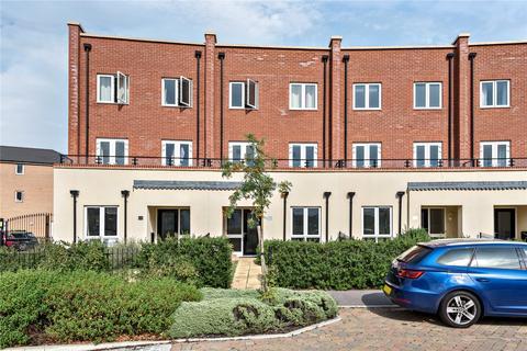 4 bedroom terraced house for sale - Nicholas Charles Crescent, Aylesbury, HP18