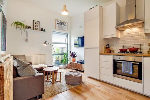 2 bedroom flat for sale - Trundleys Road, Deptford, SE8