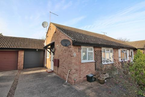2 bedroom semi-detached bungalow for sale - Menish Way, Chelmsford, Essex, CM2