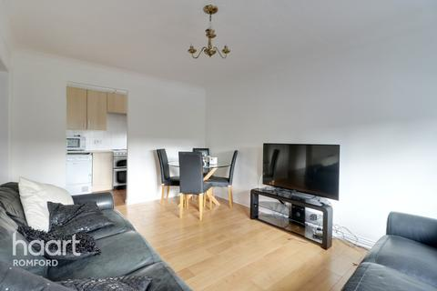 2 bedroom apartment for sale - Marwell Close, Romford