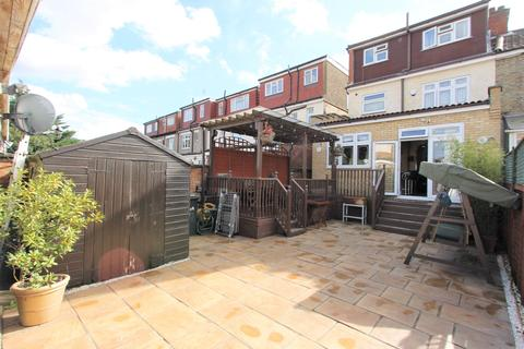 4 bedroom end of terrace house for sale - North Circular Road, London, N13