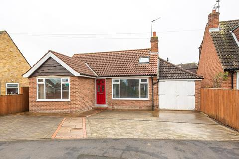 2 bedroom detached bungalow for sale - Galtres Road, York, YO31