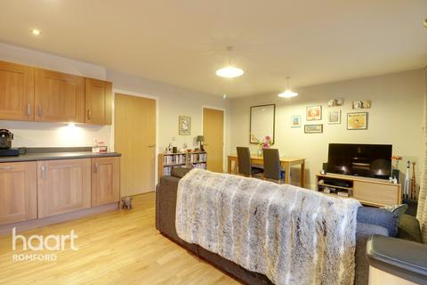 2 bedroom apartment for sale - Maxwell Road, Romford