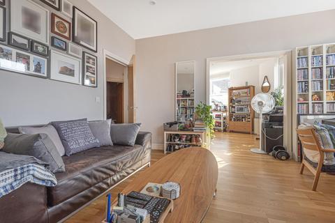 2 bedroom flat for sale - Bedford Hill, Balham