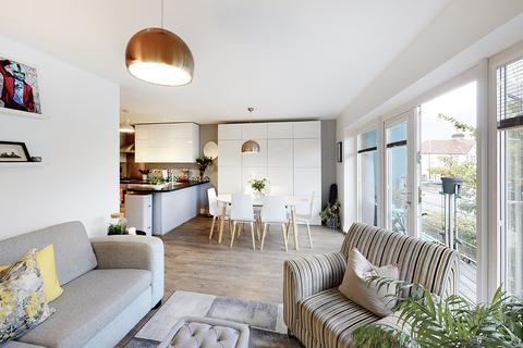 2 bedroom flat for sale - Church Street, London, N9