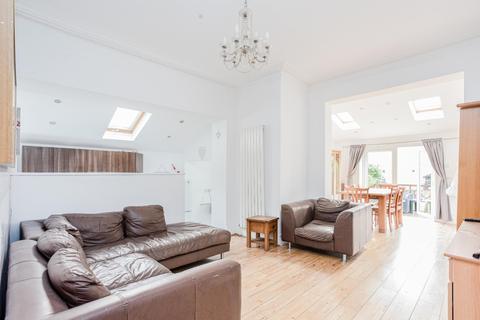 3 bedroom apartment for sale - Brownlow Road, London, N11