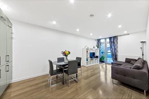 3 bedroom apartment to rent - Coral Apartments, Salton Square, Limehouse E14