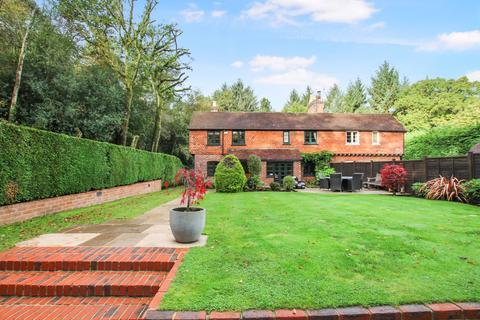 4 bedroom cottage for sale - Holmehills Cottages, Conford, Liphook GU30