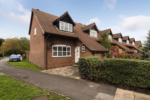 3 bedroom end of terrace house for sale - Knights Manor Way, Dartford, Kent, DA1