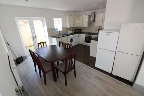 6 bedroom terraced house to rent - Elmsley Street, PRESTON, Lancashire PR1 7XE