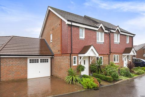 3 bedroom semi-detached house for sale - Brookwood Farm Drive, Knaphill, Woking, GU21