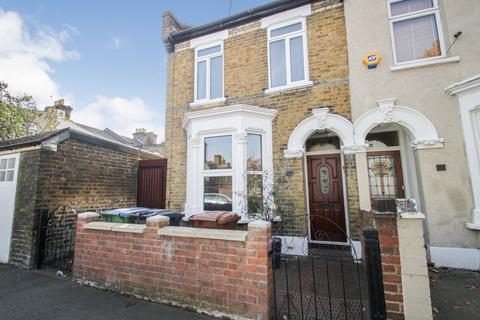 3 bedroom end of terrace house for sale - Chichester Road, Leytonstone, London, E11