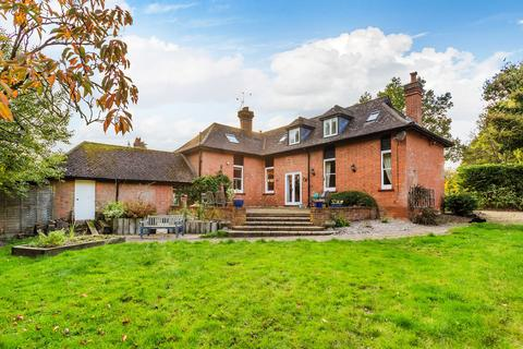 3 bedroom semi-detached house for sale - How Green Lane, Hever, TN8