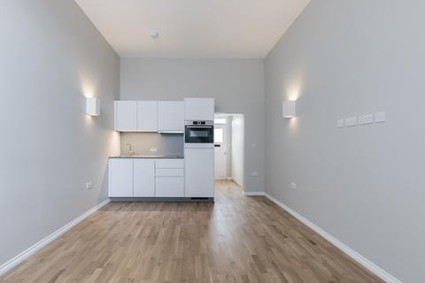 Studio to rent - Flat 19