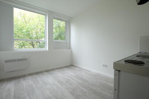 Studio to rent - Vale Road, London