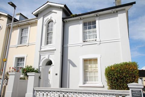 Studio to rent - Devon Square, Newton Abbot