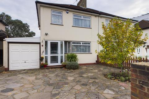 3 bedroom semi-detached house for sale - The Fairway, Ruislip