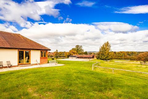 5 bedroom property to rent - Hillcourt Lodge, Brimpton, RG7