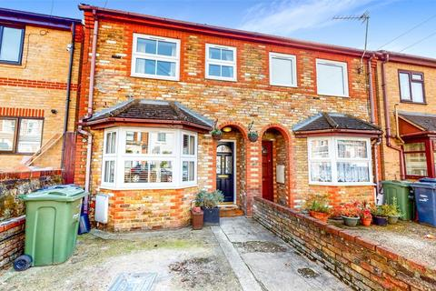 3 bedroom terraced house for sale - Natal Road, London, SW16