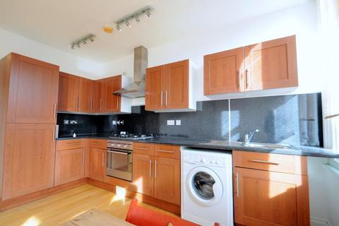 2 bedroom flat to rent - Lewin Road, London, SW16 6JU