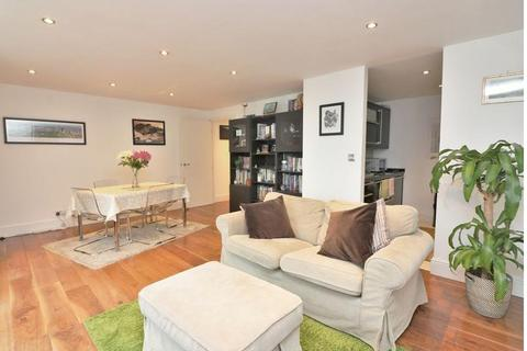2 bedroom flat - Franklin Building, Westferry Road, Canary Wharf, London, E14 8LS