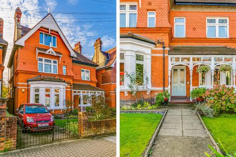6 bedroom detached house for sale - Gleneldon Road, London, SW16