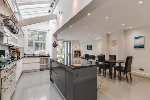 5 bedroom semi-detached house - Sarsfeld Road, London, SW12
