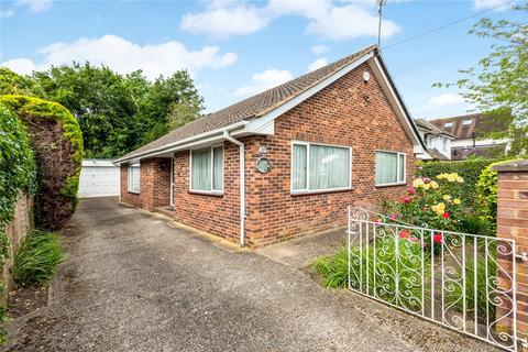 2 bedroom detached bungalow to rent - Claremont Gardens, Marlow, Buckinghamshire, SL7