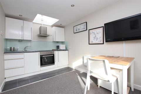 1 bedroom flat to rent - Monmouth Court, Bath, BA1