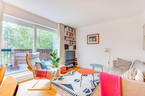 3 bedroom property for sale - Dean Close, London