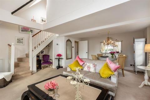2 bedroom flat for sale - Kendal Place, Upper Richmond Road, Putney