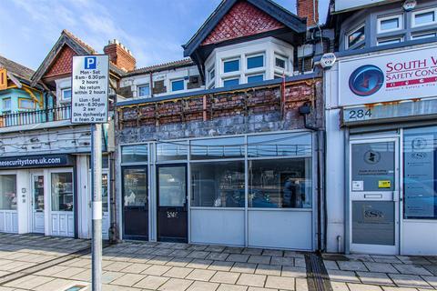 Shop to rent - North Road, Heath