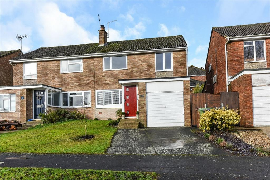 3 Bedrooms Semi Detached House for sale in Musgrove Gardens, ALTON