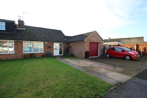 2 bedroom bungalow for sale - Barons Mead, Chippenham