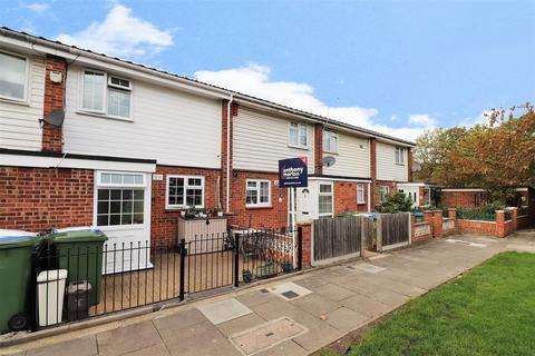 3 bedroom house for sale - Kinder Close, London