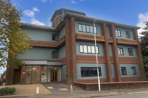 2 bedroom ground floor flat for sale - Cantelupe Road, East Grinstead, West Sussex