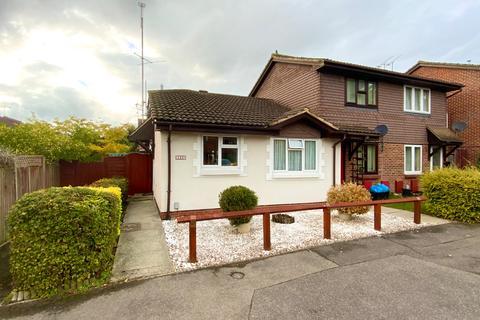2 bedroom bungalow for sale - Fleetham Gardens, Lower Earley, Reading, RG6 4HL