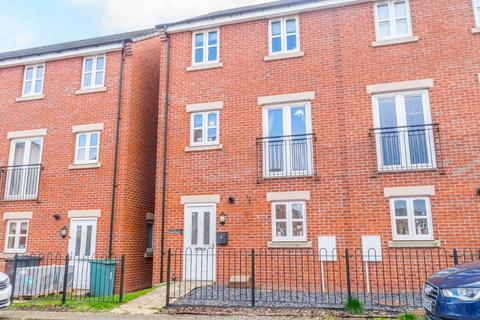 4 bedroom townhouse for sale - Bronte Close, East Ardsley, Wakefield