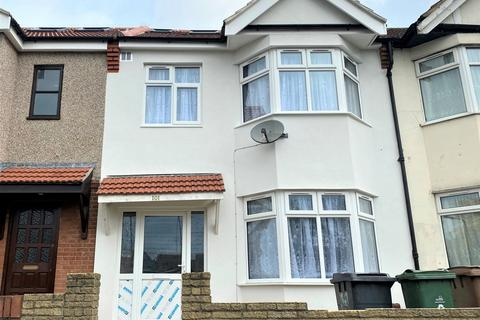 4 bedroom house to rent - Peterborough Road, Leyton, E10