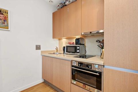Studio to rent - Bromyard House, Acton W3 7BN