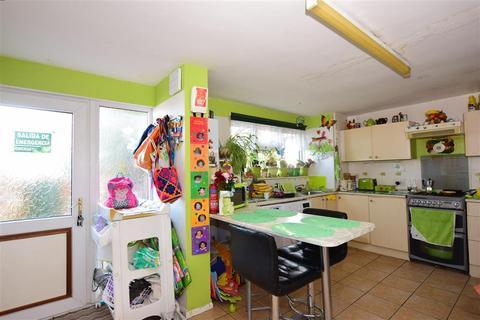 3 bedroom ground floor maisonette for sale - Hurstwood Avenue, Erith, Kent