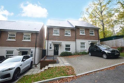 3 bedroom semi-detached house to rent - Hillside, Camberley, Surrey, GU15