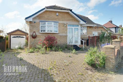2 bedroom bungalow - Hollinsend Road, Sheffield