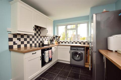 3 bedroom flat - Goring Road, Goring-By-Sea, Worthing, West Sussex