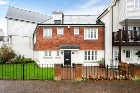 4 bedroom terraced house to rent - Eliza Cook Close, Greenhithe, Kent, DA9 9GD