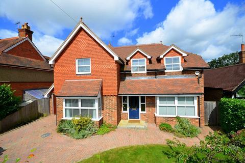 4 bedroom detached house for sale - Bridge Road, Cranleigh, GU6